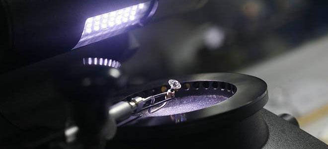 Проверка бриллианта на флуоресценцию