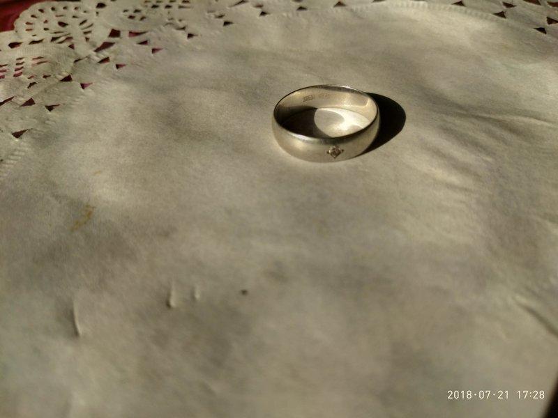кольцо из серебра с розовым бриллиантом.jpg