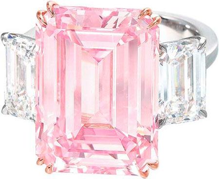 Идеальный розовый бриллиант